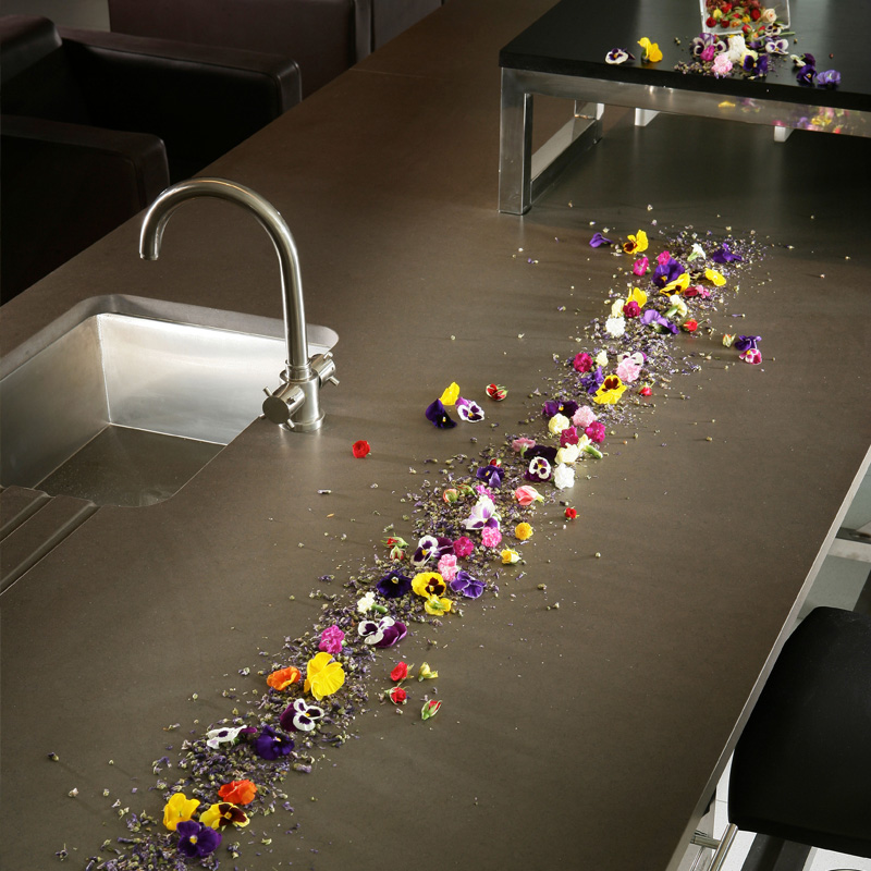 big-silestone-surface-kitchen-flowers